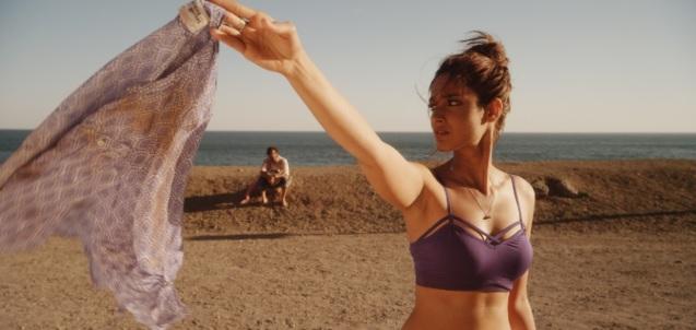 ileana bikini happy ending